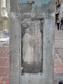 Vandalizado pedestal de Rafael Lasso de la vega. Patrimonio cultural de Mérida, Venezuela.