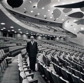 El maestro Carlos Raúl Villanueva en el Aula Magna de la UCV. Ciudad Universitaria de Caracas, Patrimonio Mundial.