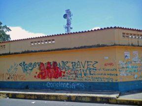 El vandalismo presente en las paredes del centro histórico de Barinas.