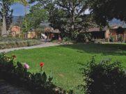 Jardín exterior del Museo Trapiche Los Clavo. Patrimonio cultural de Boconó, estado Trujillo, Venezuela.