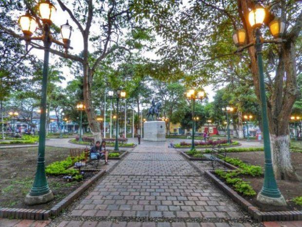 La plaza por la tarde. Estado Táchira, Venezuela.