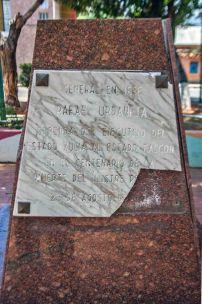 La placa de mármol conmemorativa fue rota en el acto vandálico. Patrimonio cultural de Venezuela en riesgo.