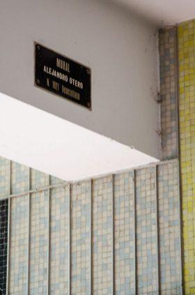 Deterioro del mural de Alejandro Otero, UCV. Ciudad universitaria de Caracas, declarada Patrimonio de la Humanidad en el año 2000 por la UNESCO. Venezuela.