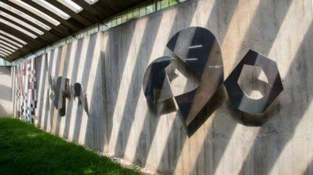 """""""Siluetas en relieve"""", de Jean Arp. En la biblioteca de la Escuela de Psicología de la UCV. Ciudad universitaria de Caracas, declarada Patrimonio de la Humanidad en el año 2000 por la UNESCO. Venezuela."""