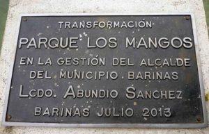 Placa conmemorativa en el parque Los Mangos, de la ciudad de Barinas, año 2013. Bien cultural de la ciudad de Barinas, estado Barinas, Venezuela.