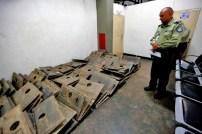Placas recuperadas por la policía, que habían sido hurtadas del Cementerio del Este, Caracas. Foto Nathalie Sayago, 2017.
