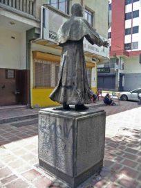 Cara posterior y lateral derecho del monumento a José Rafael Pulido. Patrimonio cultural de la ciudad de Mérida, Venezuela.