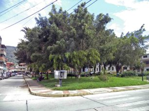 Costado sur de la plaza Rivas Dávila. Patrimonio histórico del municipio Mérida, estado Mérida. Venezuela.
