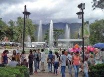 Fuente principal de la plaza Las Heroínas vista desde el costado noroeste. Plaza Las Heroínas, en la ciudad de Mérida. Patrimonio cultural venezolano.