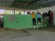 Apostadores de pelea de gallos en la gallera. Patrimonio cultural de Venezuela.