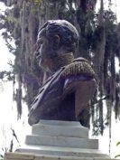 Lateral izquierdo del busto del coronel Luis María Rivas Dávila. Patrimonio histórico del municipio Mérida, estado Mérida. Venezuela.