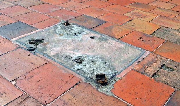Ladrones cercenaron la base de hierro donde se erigía la estatua de Chaplin. Mafia del bronce amenaza el patrimonio cultural venezolano, Mérida.