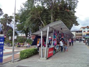 Módulos de ventas de artesanías localizados en el costado sureste de la plaza Las Heroínas, en la ciudad de Mérida.