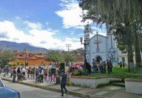 Otra vista de la actividad cultural en la zona norte de la plaza Rivas Dávila. Patrimonio histórico del municipio Mérida, estado Mérida. Venezuela.