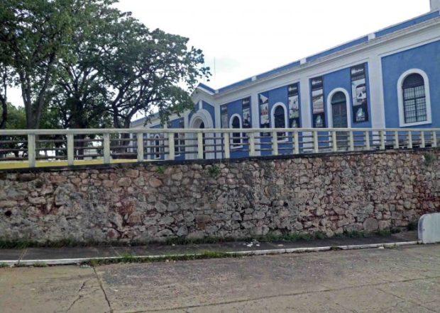 Panorámica desde la calle sur de la plaza Miranda. Patrimonio cultural venezolano en riesgo.