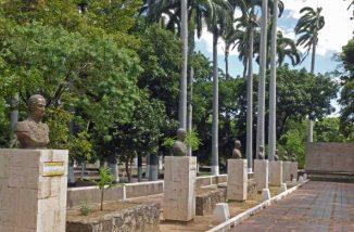 Plaza La Confraternidad, en el limítrofe San Antonio del Táchira, donde robaron todas las placas de bronce. Foto IAM Venezuela.