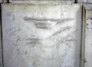 Vandalismo en el monumento a Rivas Dávila.