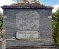 Detalle de la inscripción en el mausoleo de la familia Clavo Carrillo, en el cementerio municipal de Boconó. Patrimonio cultural de la ciudad de Boconó, estado Trujillo, Venezuela.