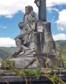Manchas negras se observan en el lateral del monumento.Patrimonio cultural de la ciudad de Boconó, estado Trujillo, Venezuela.