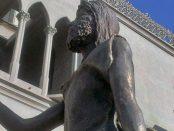 La estatua de San Juan Bautista, de la iglesia homónima, sin su lanza de bronce. Valera, estado Trujillo. Patrimonio venezolano en riesgo.