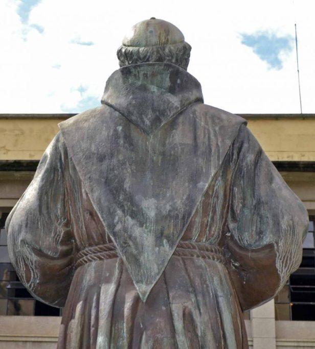 Monumento al fray Juan Ramos de Lora, en la Universidad de Los Andes. Patrimonio cultural de Mérida, Venezuela.
