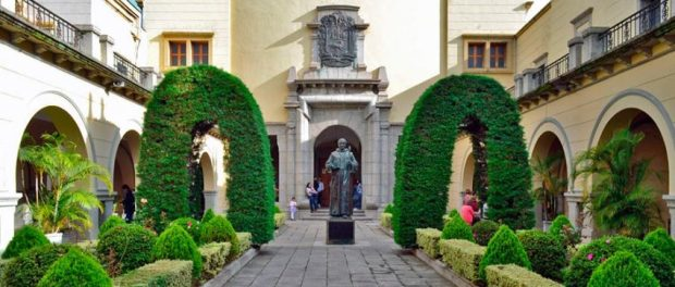 Monumento a Fray Juan Ramos de Lora, en el rectorado de la ULA. Foto Samuel Hurtado C., 26 de junio de 2017.