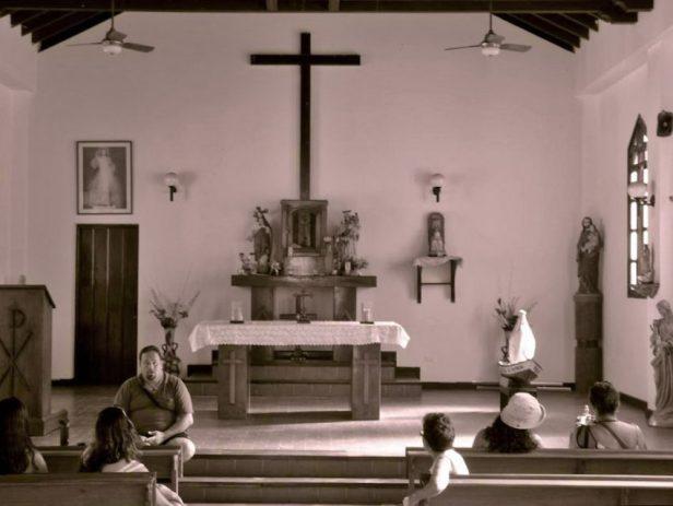 Iglesia de la Santa Cruz de Chirimenta. Bien de interés cultural del municipio Brión del estado Miranda, Venezuela.