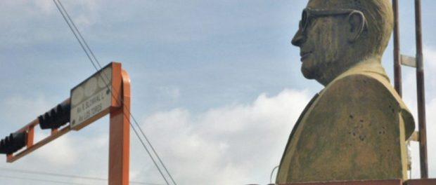 Monumento al Dr. Raúl Blonval López, en Barinas. Patrimonio cultural de Venezuela.
