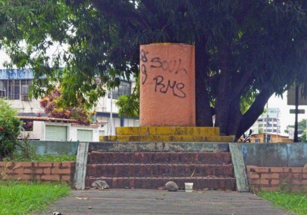 Roban busto de bronce del paseo Los Trujillanos. Patrimonio cultural de Barinas en riesgo.
