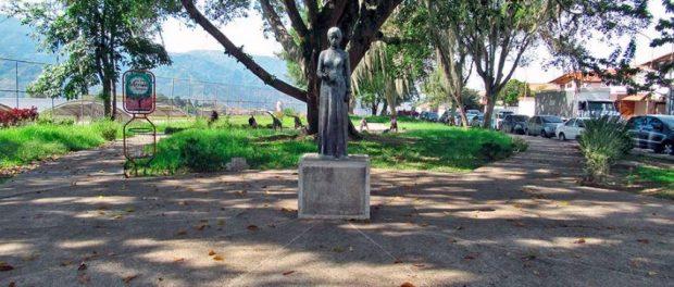 Monumento a María Concepción Palacios y Blanco. Parque de las Madres, Mérida. Venezuela.