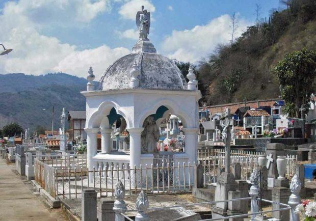La oración de Jesús en el huerto / Panteón de la familia Vivas Sánchez en el cementerio municipal de Lobatera, estado Táchira. Patrimonio cultural de Venezuela.