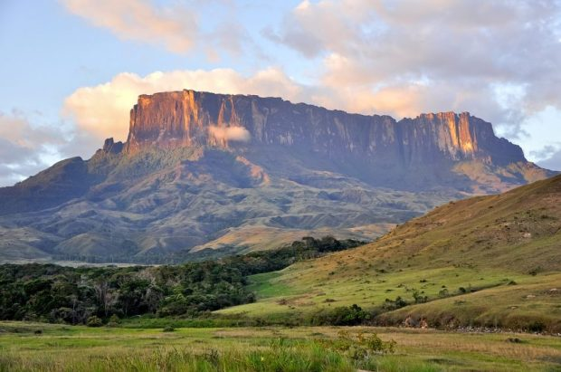 Qué es patrimonio cultural. Tepuy Kukenan, Parque Nacional Canaima, patrimonio mundial-UNESCO. Patrimonio cultural de Venezuela.