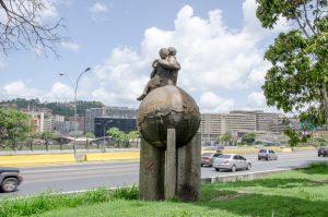Homenaje al Buen Ciudadano, Elda Navarrete. Autopista Francisco Solano a la Altura de la Base Aérea La Carlota, Chacao, Caracas. Fotografía Luis Chacín, 2018.