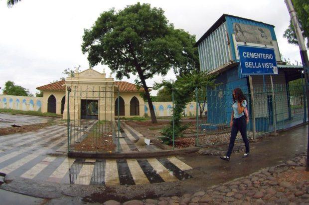 Cementerio Bella Vista de Barquisimeto, estado Lara. Patrimonio cultural de Venezuela en peligro. Entrada del Cementerio de Bella Vista, de la cual debieron desalojar a los buhoneros. Barquisimeto, estado Lara. Foto Keren Torres, junio de 2018.