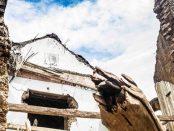 La falta de mantenimiento es tan letal como la lluvia para las casas tradicionales de la Poligonal Unesco de Coro, Falcón - Venezuela. Foto Jesús Romero, 2018. Patrimonio mundial en peligro. Venezuela.