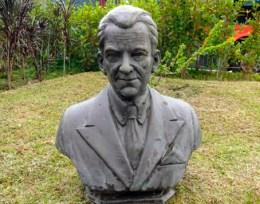 Patrimonio cultural de Venezuela en peligro. Desde 2008 el busto de Heriberto Márquez Molina permanece en la sede de Tromerca. Foto Oficina de Gestión Comunicacional de Tromerca, 7-6-2016.