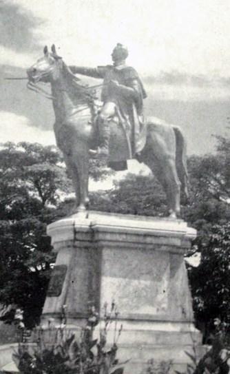 Estatua de El Libertado en la plaza Bolívar de la ciudad de San Cristóbal, estado Táchira. Patrimonio cultural de Venezuela.