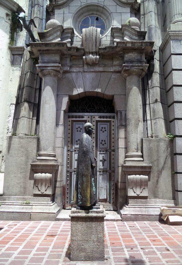 Monumento a Acacio Chacón Guerra, arzobispo de Mérida. Patrimonio cultural de Venezuela.
