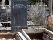 Tumba profanada del padre Rivolta, en el Cementerio Municipal de Valencia. Los hampones fueron capturados el 30 de octubre.