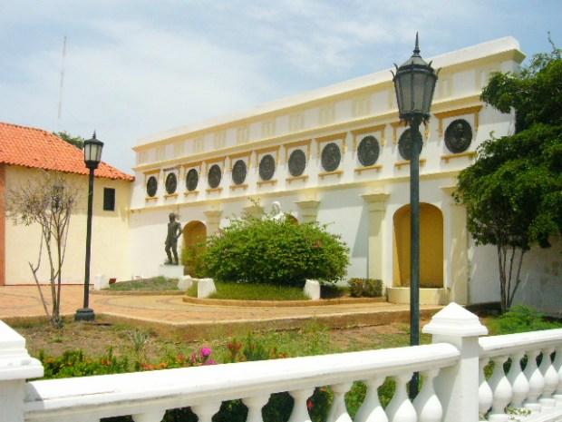 Vista de la plaza La Herencia, del Panteón Regional del Zulia. Patrimonio de Venezuela en peligro.
