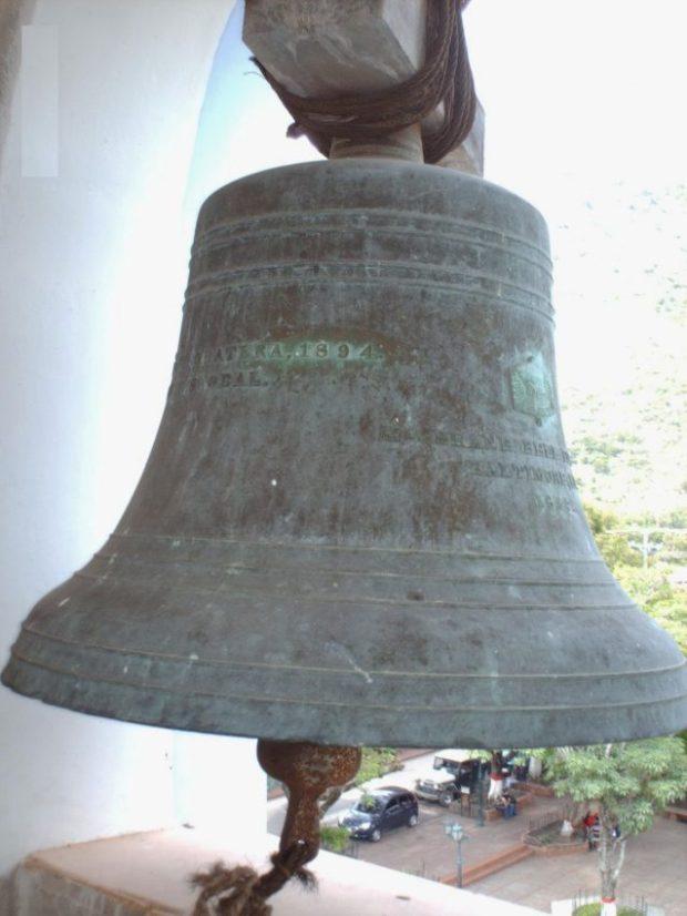 Campanas de Lobatera. Campana mayor de la iglesia de Lobatera. Foto Samir Sánchez, 2007.