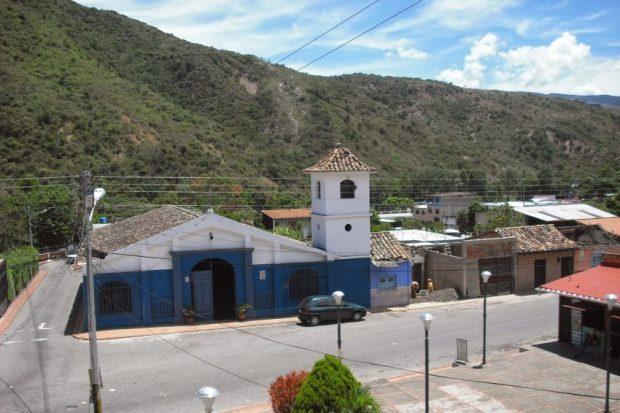 Las campanas de Lobatera. Capilla del Humilladero (Lobatera). Reedificada en 1965, conservó la forma original de la capilla de 1875. Patrimonio cultural de Venezuela.
