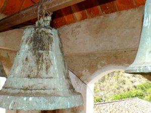 Conjunto de antiguas campanas de la Capilla del Humilladero, robado en Lobatera, estado Táchira. Foto Darío Hurtado, 2016.