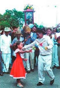 En el tamunangue participan los niños en la procesión a San Antonio de Padua. Foto IPC