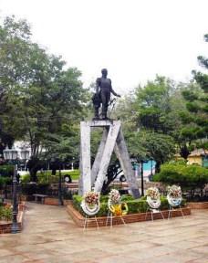 Estatua de El Libertador, de El Calvario (Caracas) a la plaza Bolívar de Lobatera, Táchira. Foto Samir Sánchez, 2010.