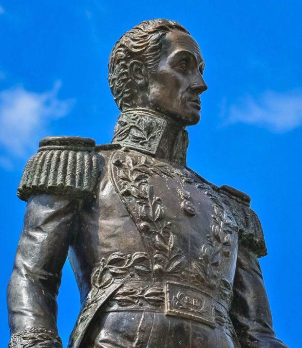 Estatua de El Libertador luego de la restauración ordenada por la Alcadía de Lobatera en 2012. Foto Darío Hurtado, 2013.