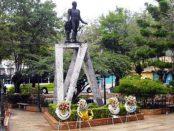 La estatua del Libertador en la plaza Bolívar de Lobatera, Táchira. Foto Samir Sánchez, 2010.