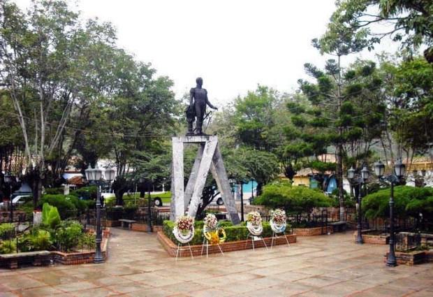 Plaza Bolívar de Lobatera, Táchira. Foto Samir Sánchez, 2010.