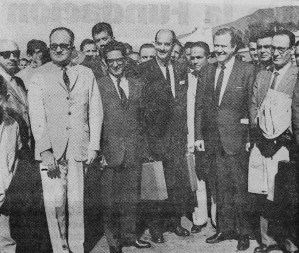 Parte de las autoridades presentes al momento de la inauguración del monumento a Carnevali. Foto La Opinión, 14-01-1966, p. 9. Dig. Samuel Hurtado Camargo