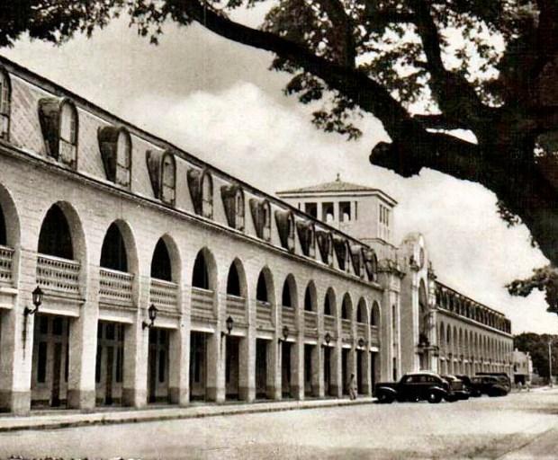 Vista del Hotel Jardín antes del cerramiento de las columnas de la fachada. Foto dig. A. Morales.